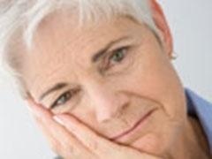 anziano sordo triste
